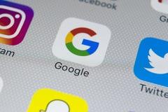 Εικονίδιο εφαρμογής Google στο iPhone 8 της Apple κινηματογράφηση σε πρώτο πλάνο οθόνης smartphone App Google εικονίδιο Το Google Στοκ εικόνα με δικαίωμα ελεύθερης χρήσης