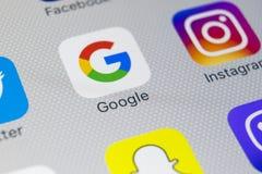 Εικονίδιο εφαρμογής Google στο iPhone 8 της Apple κινηματογράφηση σε πρώτο πλάνο οθόνης smartphone App Google εικονίδιο Το Google Στοκ φωτογραφίες με δικαίωμα ελεύθερης χρήσης
