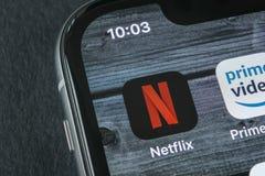 Εικονίδιο εφαρμογής Netflix στο iPhone Χ της Apple κινηματογράφηση σε πρώτο πλάνο οθόνης App Netflix εικονίδιο Εφαρμογή Netflix σ Στοκ εικόνες με δικαίωμα ελεύθερης χρήσης