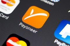 Εικονίδιο εφαρμογής Payoneer στο iPhone 8 της Apple κινηματογράφηση σε πρώτο πλάνο οθόνης smartphone App Payoneer εικονίδιο Το Pa Στοκ φωτογραφίες με δικαίωμα ελεύθερης χρήσης