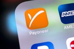 Εικονίδιο εφαρμογής Payoneer στο iPhone Χ της Apple κινηματογράφηση σε πρώτο πλάνο οθόνης smartphone App Payoneer εικονίδιο Το Pa Στοκ Εικόνες