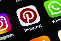 Εικονίδιο εφαρμογής Pinterest στο iPhone Χ της Apple οθόνη smartphone App Pinterest εικονίδιο Το Pinterest είναι το δημοφιλές κοι Στοκ φωτογραφία με δικαίωμα ελεύθερης χρήσης