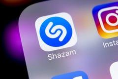 Εικονίδιο εφαρμογής Shazam στο iPhone Χ της Apple κινηματογράφηση σε πρώτο πλάνο οθόνης App Shazam εικονίδιο Το Shazam είναι δημο Στοκ φωτογραφία με δικαίωμα ελεύθερης χρήσης