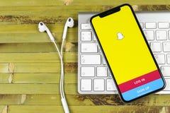 Εικονίδιο εφαρμογής Snapchat στο iPhone Χ της Apple κινηματογράφηση σε πρώτο πλάνο οθόνης smartphone App Snapchat εικονίδιο Κοινω Στοκ εικόνα με δικαίωμα ελεύθερης χρήσης