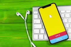 Εικονίδιο εφαρμογής Snapchat στο iPhone Χ της Apple κινηματογράφηση σε πρώτο πλάνο οθόνης smartphone App Snapchat εικονίδιο Κοινω Στοκ φωτογραφία με δικαίωμα ελεύθερης χρήσης