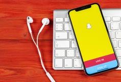 Εικονίδιο εφαρμογής Snapchat στο iPhone Χ της Apple κινηματογράφηση σε πρώτο πλάνο οθόνης smartphone App Snapchat εικονίδιο Κοινω Στοκ Εικόνες