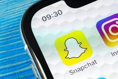 Εικονίδιο εφαρμογής Snapchat στο iPhone Χ της Apple κινηματογράφηση σε πρώτο πλάνο οθόνης smartphone App Snapchat εικονίδιο Κοινω Στοκ φωτογραφίες με δικαίωμα ελεύθερης χρήσης