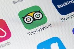 Εικονίδιο εφαρμογής Tripadvisor στο iPhone Χ της Apple κινηματογράφηση σε πρώτο πλάνο οθόνης tripadvisor εικονίδιο COM app Το Tri Στοκ εικόνες με δικαίωμα ελεύθερης χρήσης