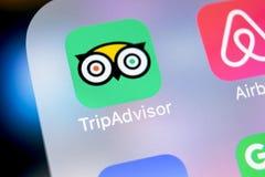Εικονίδιο εφαρμογής Tripadvisor στο iPhone Χ της Apple κινηματογράφηση σε πρώτο πλάνο οθόνης tripadvisor εικονίδιο COM app Το Tri Στοκ Εικόνες
