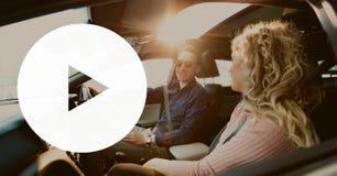 Εικονίδιο παιχνιδιού ενάντια στο ζεύγος στο αυτοκίνητο Στοκ Εικόνες