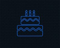 Εικονίδιο σημαδιών κέικ γενεθλίων Καίγοντας σύμβολο κεριών ελεύθερη απεικόνιση δικαιώματος