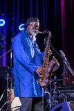 Εικονίδιο της παγκόσμιας τζαζ - Sanders Pharoah το εικονίδιο Quartetet ζωντανό στη σκηνή Kijow Κέντρο στο φεστιβάλ της θερινής Ja Στοκ Εικόνες