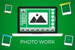 Εικονίδιο lap-top στο πράσινο backgroud με το πλαίσιο palaroid η εργασία φωτογραφιών και η φωτογραφία εκδίδουν την έννοια Στοκ φωτογραφία με δικαίωμα ελεύθερης χρήσης