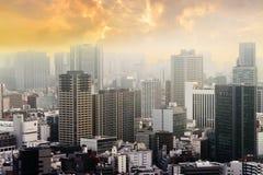 Εικονικές παραστάσεις πόλης του ηλιοβασιλέματος του Τόκιο, εναέρια άποψη ουρανοξυστών πόλεων offic Στοκ Εικόνα