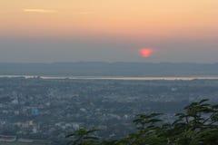 Εικονικές παραστάσεις πόλης του Mandalay με το ηλιοβασίλεμα Στοκ Εικόνες