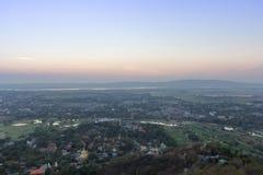 Εικονικές παραστάσεις πόλης του Mandalay με το υπόβαθρο βουνών Στοκ εικόνες με δικαίωμα ελεύθερης χρήσης