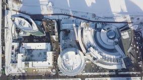 Εικονικές παραστάσεις πόλης, υψηλοί κτίρια γραφείων ανόδου και ουρανοξύστες στην πόλη, χειμερινό φως της ημέρας, τοπ άποψη το χει Στοκ Φωτογραφία