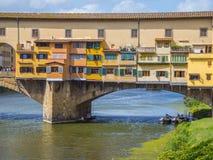 Εικονική γέφυρα Vecchio στη Φλωρεντία πέρα από τον ποταμό αποκαλούμενο Arno Ponte Vecchio Στοκ εικόνες με δικαίωμα ελεύθερης χρήσης
