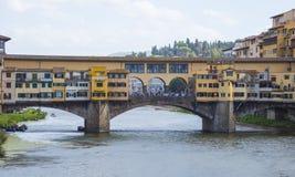 Εικονική γέφυρα Vecchio στη Φλωρεντία πέρα από τον ποταμό αποκαλούμενο Arno Ponte Vecchio Στοκ Εικόνα