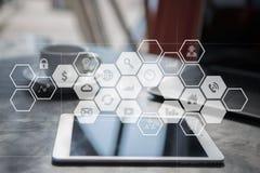 Εικονική διεπαφή οθόνης με τα εικονίδια εφαρμογών Έννοια τεχνολογίας Διαδικτύου Στοκ Φωτογραφίες