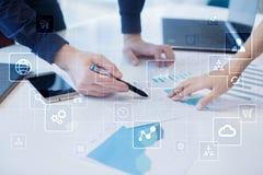 Εικονική διεπαφή οθόνης με τα εικονίδια εφαρμογών Έννοια τεχνολογίας Διαδικτύου Στοκ φωτογραφίες με δικαίωμα ελεύθερης χρήσης