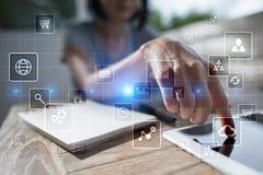 Εικονική διεπαφή οθόνης με τα εικονίδια εφαρμογών Έννοια τεχνολογίας Διαδικτύου Στοκ εικόνα με δικαίωμα ελεύθερης χρήσης