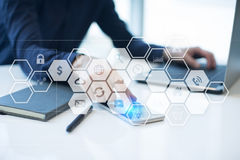 Εικονική διεπαφή οθόνης με τα εικονίδια εφαρμογών Έννοια τεχνολογίας Διαδικτύου Στοκ εικόνες με δικαίωμα ελεύθερης χρήσης