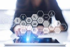 Εικονική διεπαφή οθόνης με τα εικονίδια εφαρμογών Έννοια τεχνολογίας Διαδικτύου Στοκ φωτογραφία με δικαίωμα ελεύθερης χρήσης