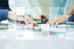 Εικονική διεπαφή οθόνης με τα εικονίδια εφαρμογών απριλίου απομονωμένο έννοια λευκό τεχνολογίας Στοκ φωτογραφία με δικαίωμα ελεύθερης χρήσης