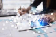 Εικονική διεπαφή οθόνης με τα εικονίδια εφαρμογών απριλίου απομονωμένο έννοια λευκό τεχνολογίας Στοκ εικόνα με δικαίωμα ελεύθερης χρήσης
