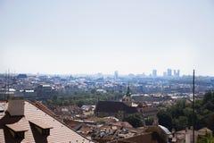 Εικονική παράσταση πόλης άποψης και τοπίο της πόλης της Πράγας από το κάστρο της Πράγας Στοκ εικόνα με δικαίωμα ελεύθερης χρήσης