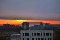 Εικονική παράσταση πόλης και θλιβερός ουρανός στοκ φωτογραφίες