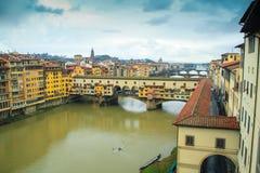 Εικονική παράσταση πόλης με τη γέφυρα Ponte Vecchio πέρα από τον ποταμό Arno στη Φλωρεντία Στοκ φωτογραφία με δικαίωμα ελεύθερης χρήσης