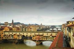 Εικονική παράσταση πόλης με τη γέφυρα Ponte Vecchio πέρα από τον ποταμό Arno στη Φλωρεντία Στοκ Εικόνες