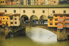 Εικονική παράσταση πόλης με τη γέφυρα Ponte Vecchio πέρα από τον ποταμό Arno στη Φλωρεντία Στοκ φωτογραφίες με δικαίωμα ελεύθερης χρήσης