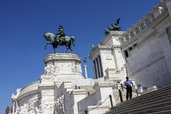 Εικονική παράσταση πόλης με το μνημείο Vittorio Emanuele ΙΙ ή το βωμό της πατρικής γης στην πλατεία Venezia στοκ εικόνα