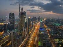 Εικονική παράσταση πόλης νύχτας του Ντουμπάι, Ηνωμένα Αραβικά Εμιράτα Στοκ Φωτογραφίες
