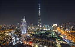 Εικονική παράσταση πόλης νύχτας του Ντουμπάι, Ηνωμένα Αραβικά Εμιράτα Στοκ Φωτογραφία