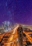 Εικονική παράσταση πόλης νύχτας του Ντουμπάι με τη σύγχρονη φουτουριστική αρχιτεκτονική, Ηνωμένα Αραβικά Εμιράτα Στοκ Φωτογραφίες