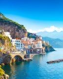 Εικονική παράσταση πόλης της Αμάλφης στη γραμμή ακτών Μεσογείου, Ιταλία Στοκ Εικόνες