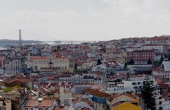 Εικονική παράσταση πόλης της Λισσαβώνας Πορτογαλία με τη γέφυρα στοκ εικόνες