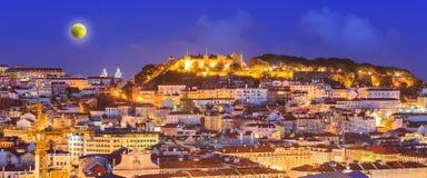 Εικονική παράσταση πόλης της Λισσαβώνας τη νύχτα στοκ φωτογραφία με δικαίωμα ελεύθερης χρήσης