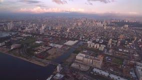 Εικονική παράσταση πόλης της Μανίλα, Φιλιππίνες Κοντά στο Μπαίυ Σίτυ, Pasay με το φως ηλιοβασιλέματος απόθεμα βίντεο