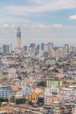Εικονική παράσταση πόλης της Μπανγκόκ και ζωηρόχρωμο κτήριο χαμηλός-ανόδου πλήθους, κεντρικό Στοκ εικόνες με δικαίωμα ελεύθερης χρήσης
