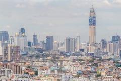 Εικονική παράσταση πόλης της Μπανγκόκ και ζωηρόχρωμο κτήριο χαμηλός-ανόδου πλήθους, κεντρικό Στοκ Φωτογραφίες