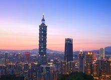 Εικονική παράσταση πόλης της Ταϊπέι με τη Ταϊπέι 101 που λαμβάνεται από το mountai ελεφάντων στοκ φωτογραφίες με δικαίωμα ελεύθερης χρήσης