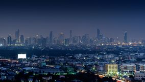 Εικονική παράσταση πόλης τη νύχτα στη Μπανγκόκ, Ταϊλάνδη στοκ εικόνες