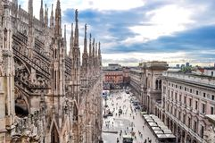 Εικονική παράσταση πόλης του Μιλάνου από την κορυφή του καθεδρικού ναού του Μιλάνου, Ιταλία στοκ εικόνες