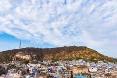 Εικονική παράσταση πόλης Bundi, προορισμός ταξιδιού στο Rajasthan, Ινδία Το μεγαλοπρεπές οχυρό εσκαρφάλωσε στη βουνοπλαγιά αγνοών Στοκ φωτογραφίες με δικαίωμα ελεύθερης χρήσης
