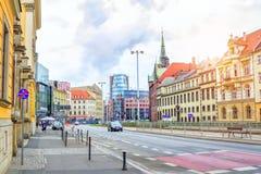 Εικονική παράσταση πόλης Wroclaw με τα παλαιά ιστορικά σπίτια και τα σύγχρονα κτίρια γραφείων Στοκ εικόνα με δικαίωμα ελεύθερης χρήσης